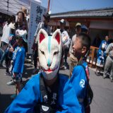 草戸稲荷 卯之大祭・コンコン行列で「良い転べ!」 〜 福山の春祭り